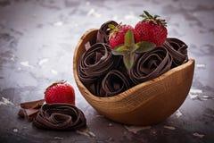 Άψητες ζυμαρικά και φράουλα σοκολάτας Στοκ φωτογραφίες με δικαίωμα ελεύθερης χρήσης