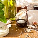 Άλατα λουτρών και άλλα προϊόντα φροντίδας δέρματος Στοκ εικόνες με δικαίωμα ελεύθερης χρήσης