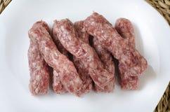 Άλεσε τα ακατέργαστα ραβδιά χοιρινού κρέατος Στοκ Φωτογραφία