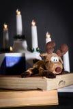 Άλκες και βιβλία Χριστουγέννων Στοκ φωτογραφία με δικαίωμα ελεύθερης χρήσης