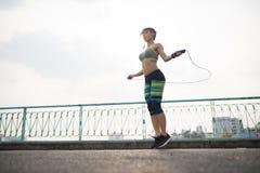 Άλμα με το πηδώντας σχοινί Στοκ φωτογραφίες με δικαίωμα ελεύθερης χρήσης