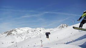 Άλμα Snowpark L2A σε αργή κίνηση απόθεμα βίντεο