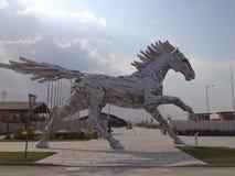 Άλογο θερέτρου στοιχείων κατά τη διάρκεια της ημέρας στοκ εικόνα