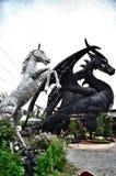Άλογο και δράκος σιδήρου ρομπότ Στοκ Φωτογραφίες