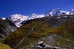 Άλπεις στο νοτιοανατολικό σημείο από Schwarzsee κοντά σε Matterhorn (Ελβετία) Στοκ φωτογραφίες με δικαίωμα ελεύθερης χρήσης