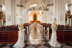 Άδυτο εκκλησιών πριν από μια γαμήλια τελετή Στοκ φωτογραφίες με δικαίωμα ελεύθερης χρήσης