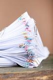Έγγραφα με τα paperclips Στοκ φωτογραφίες με δικαίωμα ελεύθερης χρήσης