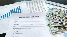 Έγγραφο δανείου σταθεροποίησης χρέους με τη γραφική παράσταση στον πίνακα απόθεμα βίντεο