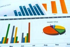 Έγγραφο διαγραμμάτων και γραφικών παραστάσεων Οικονομικός, λογαριασμός, στατιστικές, αναλυτικές ερευνητικά στοιχεία και έννοια συ στοκ εικόνες