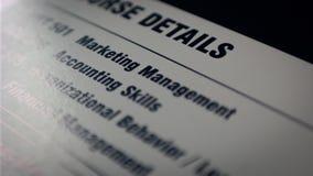 Έγγραφο με τις βασικές δεξιότητες στην επιχείρηση, τη διαχείριση και το μάρκετινγκ στοκ φωτογραφία