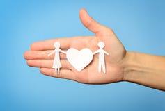 έγγραφο οικογενειακών χεριών στοκ εικόνες με δικαίωμα ελεύθερης χρήσης