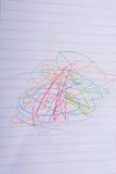 Έγγραφο που κακογράφεται κενό με τα μολύβια χρώματος Στοκ φωτογραφίες με δικαίωμα ελεύθερης χρήσης