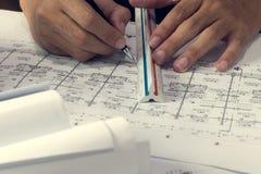 Έγγραφο σχεδιαγραμμάτων διαγραμμάτων εφαρμοσμένης μηχανικής που συντάσσει την αψίδα σκίτσων προγράμματος Στοκ Εικόνα