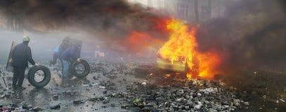 Έγερση των ανθρώπων ενάντια στις δυνάμεις Στοκ φωτογραφίες με δικαίωμα ελεύθερης χρήσης