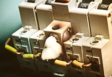 Έγκαυμα και λειώνοντας θρυαλλίδα Disconnector διακοπτών με στη θέση στοκ φωτογραφία με δικαίωμα ελεύθερης χρήσης