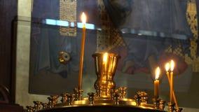 Έγκαυμα κεριών σε ένα κηροπήγιο φιλμ μικρού μήκους