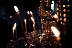 Έγκαυμα κεριών στην εκκλησία Στοκ Εικόνες