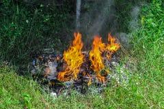 έγκαυμα πυρκαγιάς έξω στοκ εικόνες