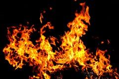 Έγκαυμα πυρκαγιάς στο σκοτεινό υπόβαθρο Στοκ φωτογραφίες με δικαίωμα ελεύθερης χρήσης