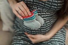 Έγκυες λείες εκμετάλλευσης κοριτσιών Στοκ φωτογραφία με δικαίωμα ελεύθερης χρήσης