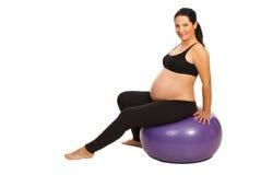 Έγκυες να κάνει ασκήσεις ικανότητας στοκ εικόνες