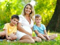 έγκυοι γιοι δύο μητέρων Στοκ εικόνα με δικαίωμα ελεύθερης χρήσης
