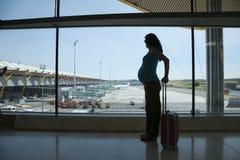 Έγκυος αναμονή για να πετάξει Στοκ εικόνα με δικαίωμα ελεύθερης χρήσης