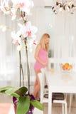 έγκυος γυναίκα ανασκόπησης Στοκ φωτογραφία με δικαίωμα ελεύθερης χρήσης