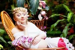 έγκυος γυναίκα κήπων Στοκ Φωτογραφία