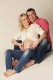 Έγκυος γυναίκα και ο σύζυγός της στοκ φωτογραφία με δικαίωμα ελεύθερης χρήσης