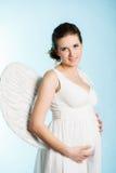 Έγκυος γυναίκα με τα φτερά αγγέλου Στοκ εικόνα με δικαίωμα ελεύθερης χρήσης