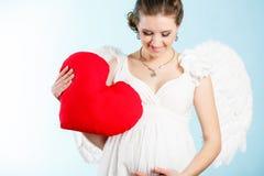Έγκυος γυναίκα με τα φτερά αγγέλου Στοκ εικόνες με δικαίωμα ελεύθερης χρήσης