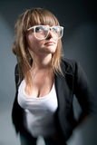 Έγκυος γυναίκα που κρατά τη θετική δοκιμή Στοκ εικόνες με δικαίωμα ελεύθερης χρήσης