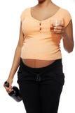 Έγκυος γυναίκα σε μια κακή συνήθεια. Στοκ Φωτογραφία