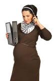 Έγκυος λάβετε τις κακές ειδήσεις τηλεφωνικώς Στοκ Εικόνα