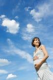 έγκυος χαμογελώντας γ&upsil Στοκ εικόνα με δικαίωμα ελεύθερης χρήσης