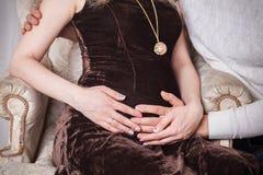 Έγκυο φόρεμα βραδιού κοιλιών Στοκ φωτογραφία με δικαίωμα ελεύθερης χρήσης