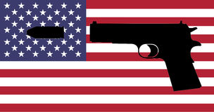 Έγκλημα πυροβόλων όπλων στις ΗΠΑ - ένα πυροβόλο όπλο με τη αμερικανική σημαία Στοκ Εικόνες