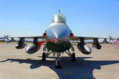 έδαφος μαχητών παρουσίασης αεροσκαφών στρατιωτικό Στοκ Εικόνες