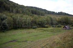 Έδαφος Generalka Altai ορεινών χωριών στη δυτική Σιβηρία r στοκ εικόνα με δικαίωμα ελεύθερης χρήσης