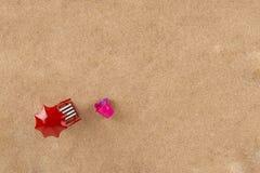 Έδρα κάτω από parasol στην παραλία Στοκ φωτογραφίες με δικαίωμα ελεύθερης χρήσης