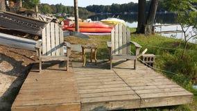 Έδρες παραλιών από τη λίμνη Στοκ εικόνα με δικαίωμα ελεύθερης χρήσης