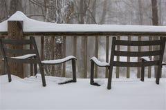 Έδρες στο χιόνι στοκ φωτογραφίες