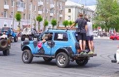Έκθεση αυτοκινήτου από την ακροβατική επίδειξη των CK ομάδων - παρουσιάστε των ρωσικών αναβατών στο άνοιγμα της έκθεσης των νέων  Στοκ Φωτογραφίες