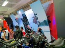 Έκθεση σε Corferias Η αίθουσα εκθεμάτων αυτοκινήτων γνωστή επίσης ως σαλόνι del automovil ` ` όπου οι επισκέπτες βλέπουν Στοκ Εικόνες
