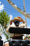 Έκθεση της Σεβίλης, γυναίκα με το καπέλο σε μια μεταφορά αλόγων στοκ φωτογραφίες