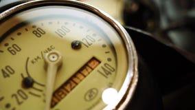 Έκθεση των μοτοσικλετών, παλαιά εκλεκτής ποιότητας κινηματογράφηση σε πρώτο πλάνο ταχυμέτρων μοτοσικλετών φιλμ μικρού μήκους