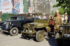 Έκθεση των παλαιών στρατιωτικών αυτοκινήτων λουλούδι πυροτεχνημάτων ημέρας εορτασμού όπως τη νίκη Ροστόφ--φορέστε, Ρωσία Στις 9 Μ Στοκ φωτογραφίες με δικαίωμα ελεύθερης χρήσης
