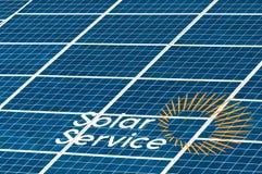 Έκθεση υπαίθρια ενεργειακές ανανεώσιμ&epsilon επιτροπή ηλιακή Το κεντρικό τετράγωνο της πόλης Στοκ φωτογραφία με δικαίωμα ελεύθερης χρήσης