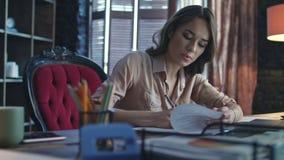 Έκθεση χρηματοδότησης γραψίματος επιχειρησιακών γυναικών στο Υπουργείο Εσωτερικών απόθεμα βίντεο